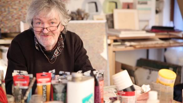 Al Martin, artiste plasticien, dans son atelier d'Ivry-sur-Seine